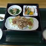 めし屋 里 - 日替わり定食(豚の生姜焼き)