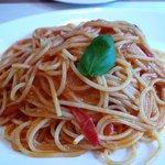 トラットリア オットブラータ - フレッシュトマトとバジルのスパゲッティ