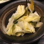 Tonkatsuyamaichi - 漬物もダシ同様優しい味。