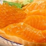鮨 酒 肴 杉玉 - サーモンといくらアップ