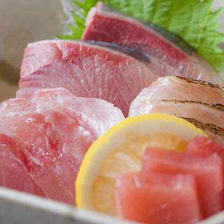 全国各地の漁港から届く鮮魚もリーズナブルな価格でご提供!