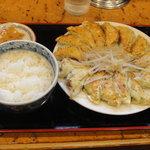 むつぎく - 餃子 大(16個)、ライス、お新香