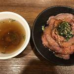 イートミート アット フランダーステイル - テールスープとローストビーフ丼