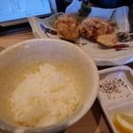 らーめん、肉丼ぶり 吉成鶏白湯 鶏神 - 定食セットから揚げご飯小