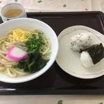 もみじ温泉 - 料理写真:おにぎりセット400円 彩りも良く美味しそう〜