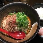 82397996 - 汁なし坦々麺 白 辛口味、温泉玉子、ライス(小)