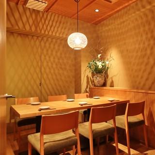 プライベート感抜群のゆったり2~6名様個室のご用意あります。