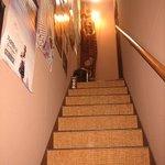 酒坊 上燗や - 急な階段を登る、この奥にはどんな店があるのだろう?