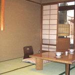 すっぽん鍋 鱧料理 三栄 - 座敷