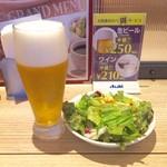 トレタッテ - ディナーセットのグラスビールとサラダ