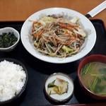 ハッピー食堂 - 肉野菜炒め定食