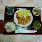 蛍亭 お食事処 - 料理写真:唐揚げ定食¥800