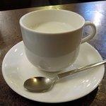 82406224 - 札幌 新倉屋 「ホットミルク」