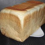82407345 - 極美ナチュラル食パン(1本) 900円