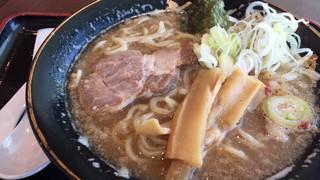 六厘舎 羽田空港店 - 特製ラーメン並盛り(900円)