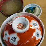 安田屋 - みそ汁、漬物付き