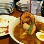 スープカレー マルナ - 目玉焼きには醤油が垂らされている  ニクい!