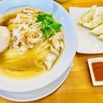 ゆうき屋 - 味玉塩らーめん+ギョーザ【料理】