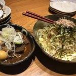 飯場 - どて煮込み(うずらの卵)、ひみつのキャベツサラダ