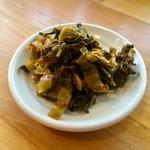 元祖糸島ラーメン 銅鑼 - 辛子高菜は見た目ほど辛くはなかったです。