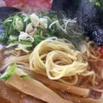 元祖糸島ラーメン 銅鑼 - 【糸島中華そば(650円)】麺はこんな感じ