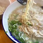 元祖糸島ラーメン 銅鑼 - 【糸島豚骨ワンタンメン(780円)】麺のかたさは「カタ」で。