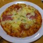 コメダ珈琲店 - コメダ特製ピザです。(2018年3月)