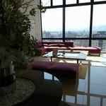カンデオホテルズ松山大街道 - 朝のロビー