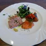 リウレザン - 前菜の盛合わせ+本日のお肉料理(バゲット付)1,200円(税別)