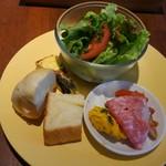 イタリアンダイニング バンキーナ - 前菜とパン