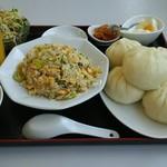 聚福 - 料理写真:肉まんセット730円  なんと税別❗