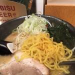 ともや - 黄色い縮れ麺