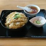 清華 - 料理写真:中華屋のカツ丼。
