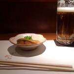 ととや - お通しのさばの味噌煮と生ビール