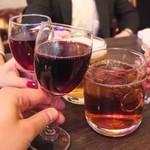 82436267 - ワインでカンパーイ