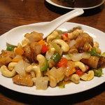 小陽春茶房 - 鶏唐揚げとカシューナッツ炒め