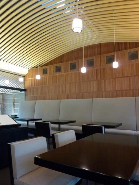 虎屋菓寮 京都一条店  - 天井は、船底型