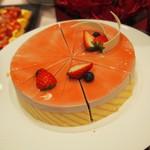 82441112 - 苺のムースのケーキは見た目が可愛い!