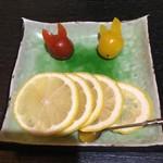 中国精進料理 凛林 - 紹興酒用に特別スライスレモンを発注