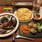 Kyoutodaina - 付き出し、肉盛 4種盛り合わせ、日替わり惣菜3種盛り、ピクルス盛り合わせ、4種のチーズピッツア