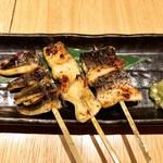 和食と炭火焼 三代目 うな衛門 - 左から尾、腹、背です