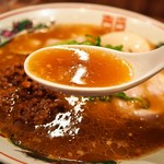 らーめん 小鉄 - 肉味噌らーめん(スープ)