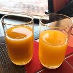 カフェ ベラヴィスタ - マンゴージュースとオレンジジュース