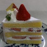 クインズケーキ - 生苺ショート430円