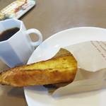ハローブラウン - バゲットのフレンチトースト70円。イートインのコーヒー100円。