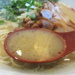 博多らあめん てん - 豚骨スープです。