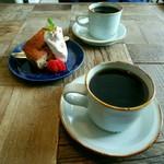カフェ ダレント - ドリンク写真:ブレンド、チョコとくるみのバナナケーキ