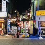 82462691 - 歌舞伎町ど真ん中の細路へ!