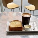 ダウンステアーズコーヒー - 休日の朝は人も少なく居心地最高!