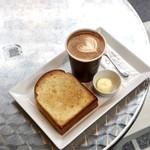 ダウンステアーズコーヒー - 外側カリッと美味しいトーストでした。